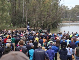 David Littleproud thrown in effigy off the Tocumwal bridge (Video)